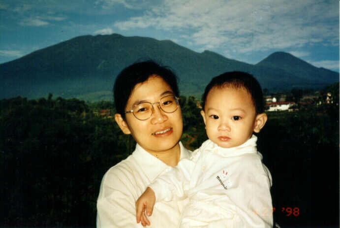 me and mom, 980427.jpg, 28kb